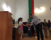 Кметът на община Петрич награди ученици с изявени таланти